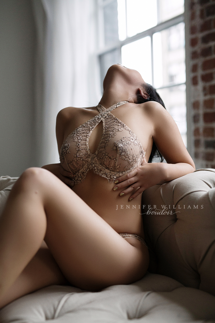 boudoir-photography-by-vancouver-photographer-jennifer-williams-002